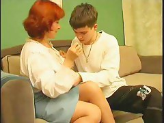 Mature mommy invites juvenile chap over for a current of air