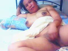 filipina lady lyn volantante 40 shows her exalt tunnel on livecam