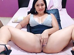 colombian shows her pussy of money