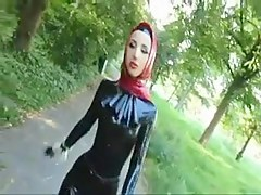 Muslima involving hot latex