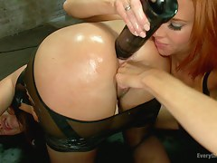 Anal Slave gets Pressed by X Mistress in Latex