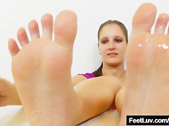 Footjob alien a young brunette