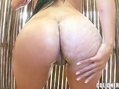 Getting horny while seductive shower with lovely Juliana unaffected by the beach
